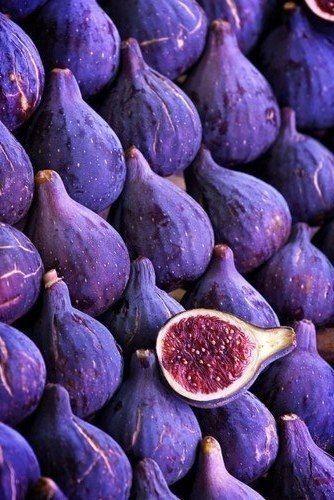 фиолетовый инжир на фото