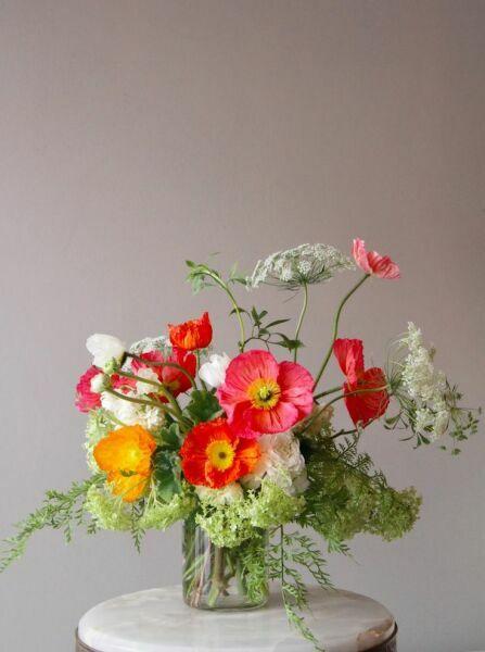 Букет полевых цветов из красных маков