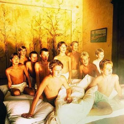 мальчики и восход солнца Bernard Faucon