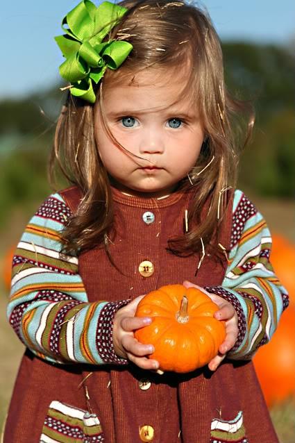 фотография чудного ребенка с тыквой