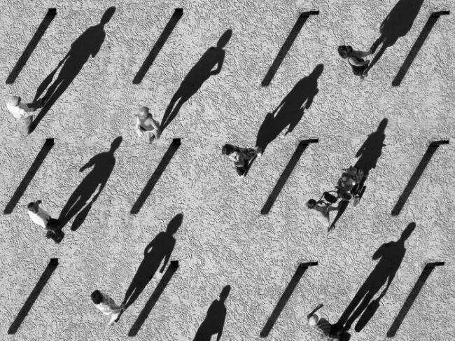 Люди и тени в стране теней