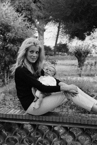 фото Катрин Денев с сыном Кристианом
