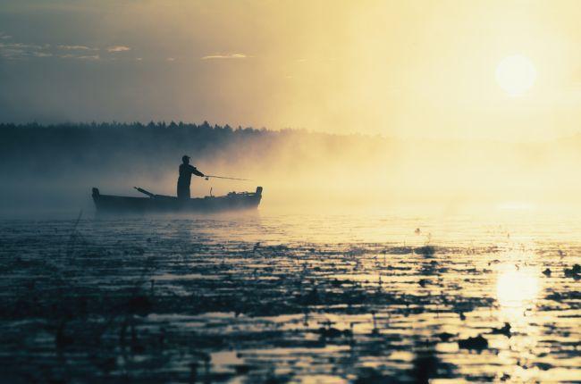 корабли уходят на красивый закат