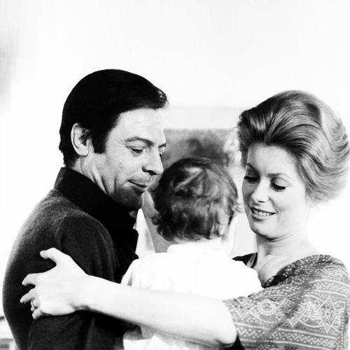 фото Денев с Марчелло Мастрояни и дочкой  Кьяра