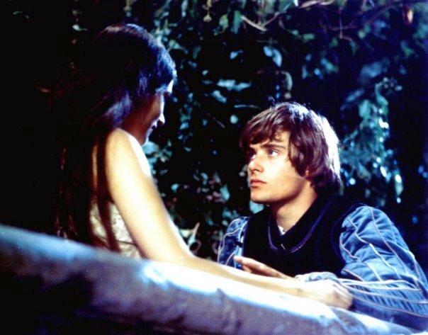 Оливия Хасси и Леонардо Уайтинг фото из фильма Ромео и Джульетта