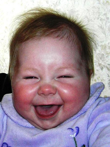 смех малыша фото