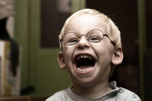 Смех мальчика фото