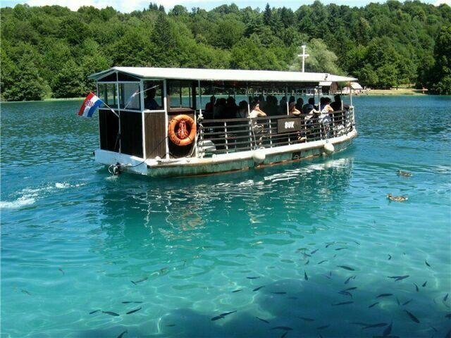 Экокатера на Плитвицких озерах в Хорватии