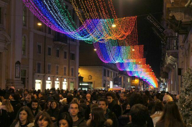 На улице Корсо в Риме зимой