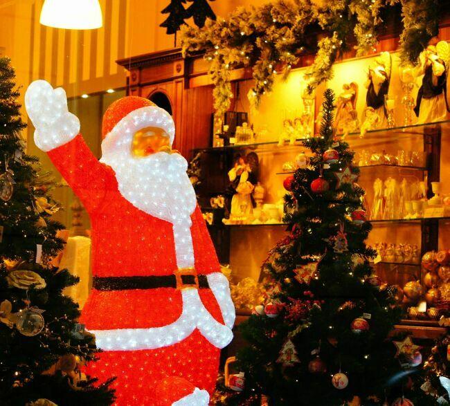 Рождественская витрина зимнего Рима