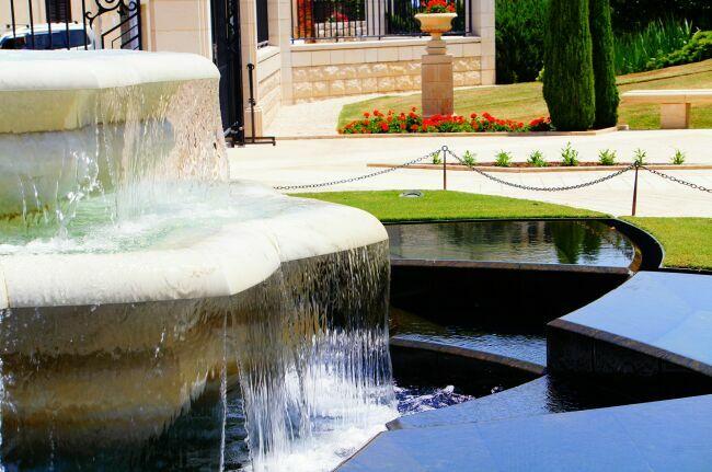 Фонтаны бахайских садов