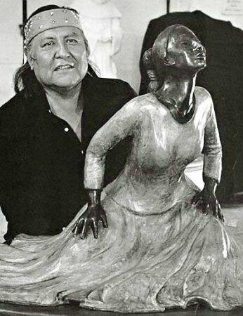 портрет художник с женской скульптурой