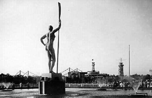 Девушка с веслом в ЦПКиО