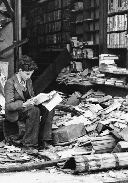 фото ребенка с книгой за чтением
