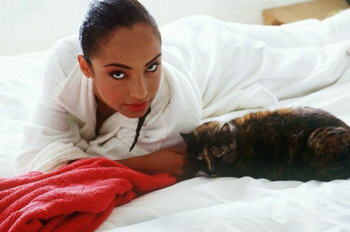 Женщина-кошка на фото