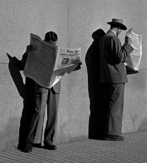 фото чтение газеты