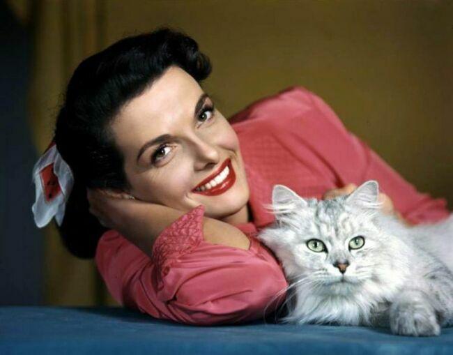 Фото женщины с кошкой