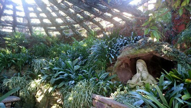 райский сад в зелени