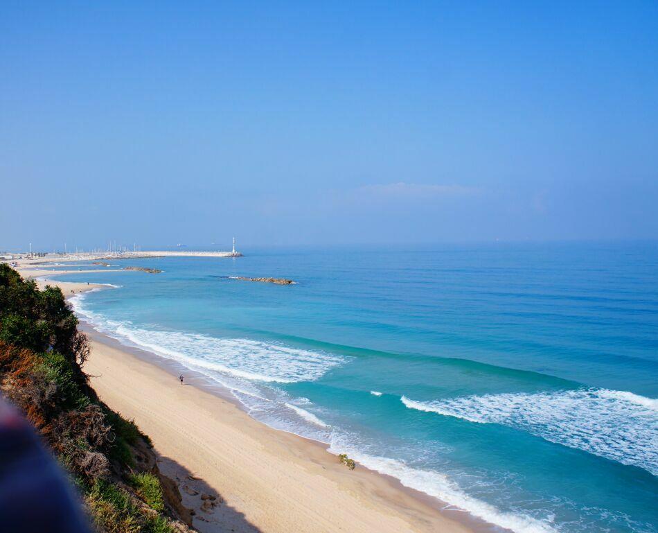 побережье Ашкелона на море