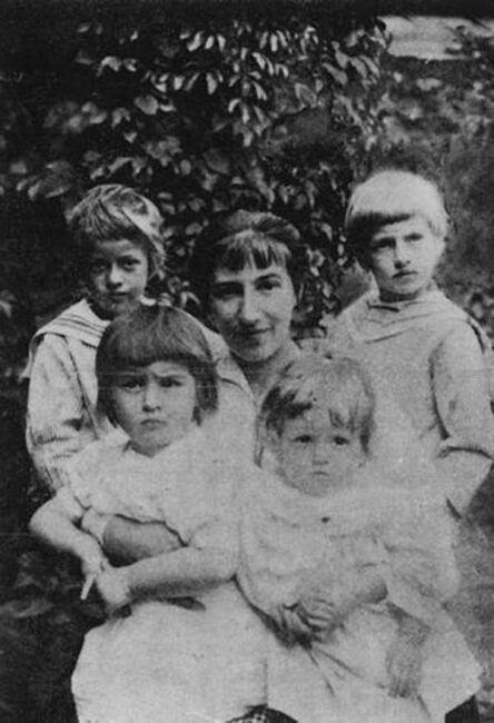 Художница Серебрякова с семьей