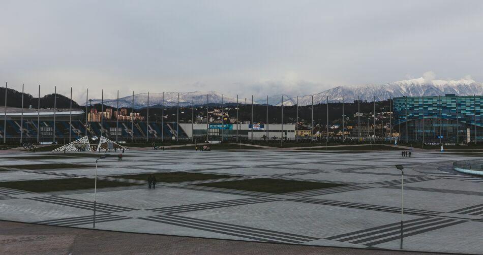олимпийский парк Сочи на фоне Олимпийских гор